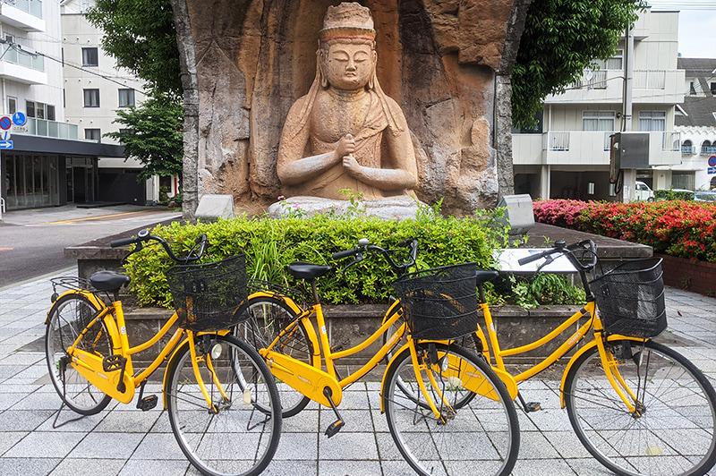 臼杵駅観光案内所のレンタサイクル用自転車の写真