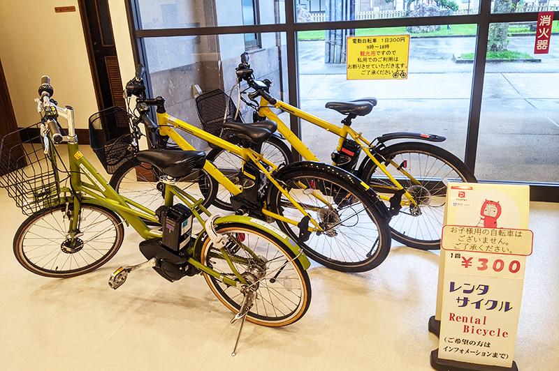 臼杵駅観光案内所のレンタサイクル用自転車(電動)の写真